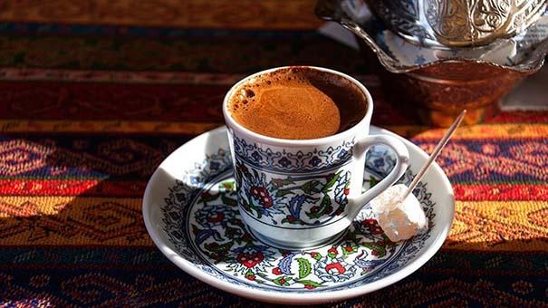 سرو کردن قهوه ترک با شیرینی